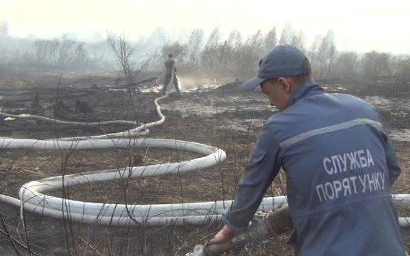 Працівники Черкаської ТЕЦ допомагають боротися з пожежею на ірдинському торфосховищі