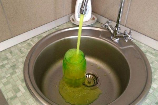 Шановні споживачі,  якщо з вашого крана тече зелена вода – не лякайтесь!