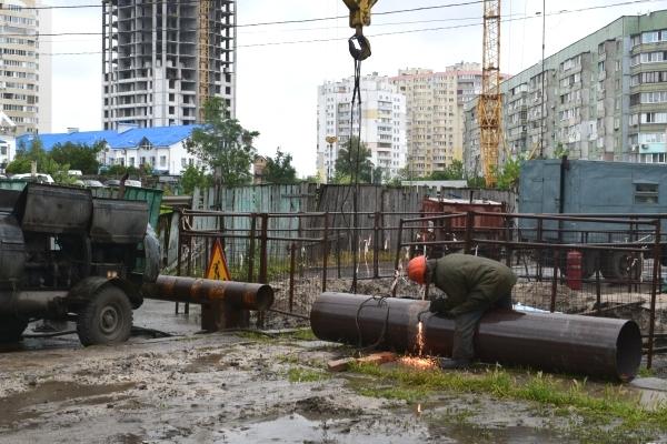 Незважаючи на погодні умови, Черкаська ТЕЦ продовжує ліквідовувати пошкодження на теплових мережах